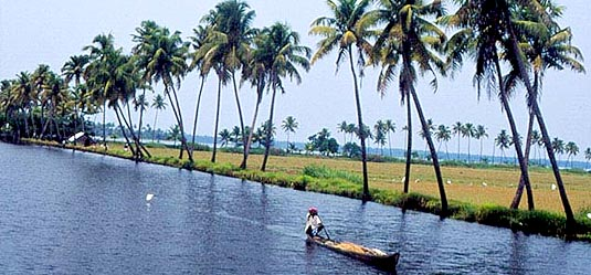 http://media.bizhat.com/kerala/kollam_backwaters_.jpg